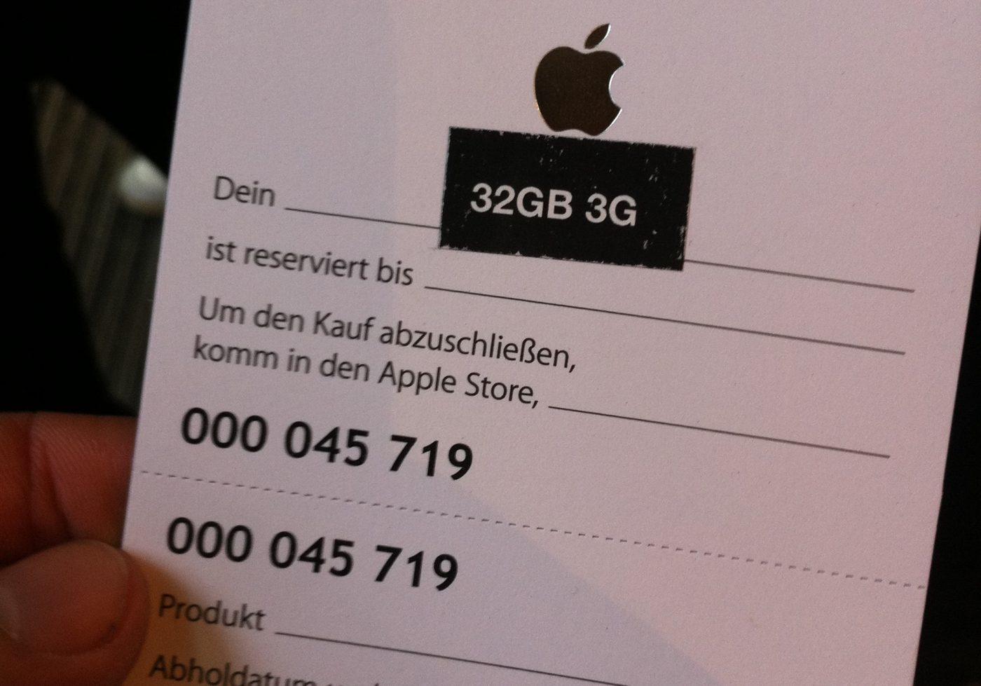 iPad 2 release at Apple Store Alstertal Hamburg