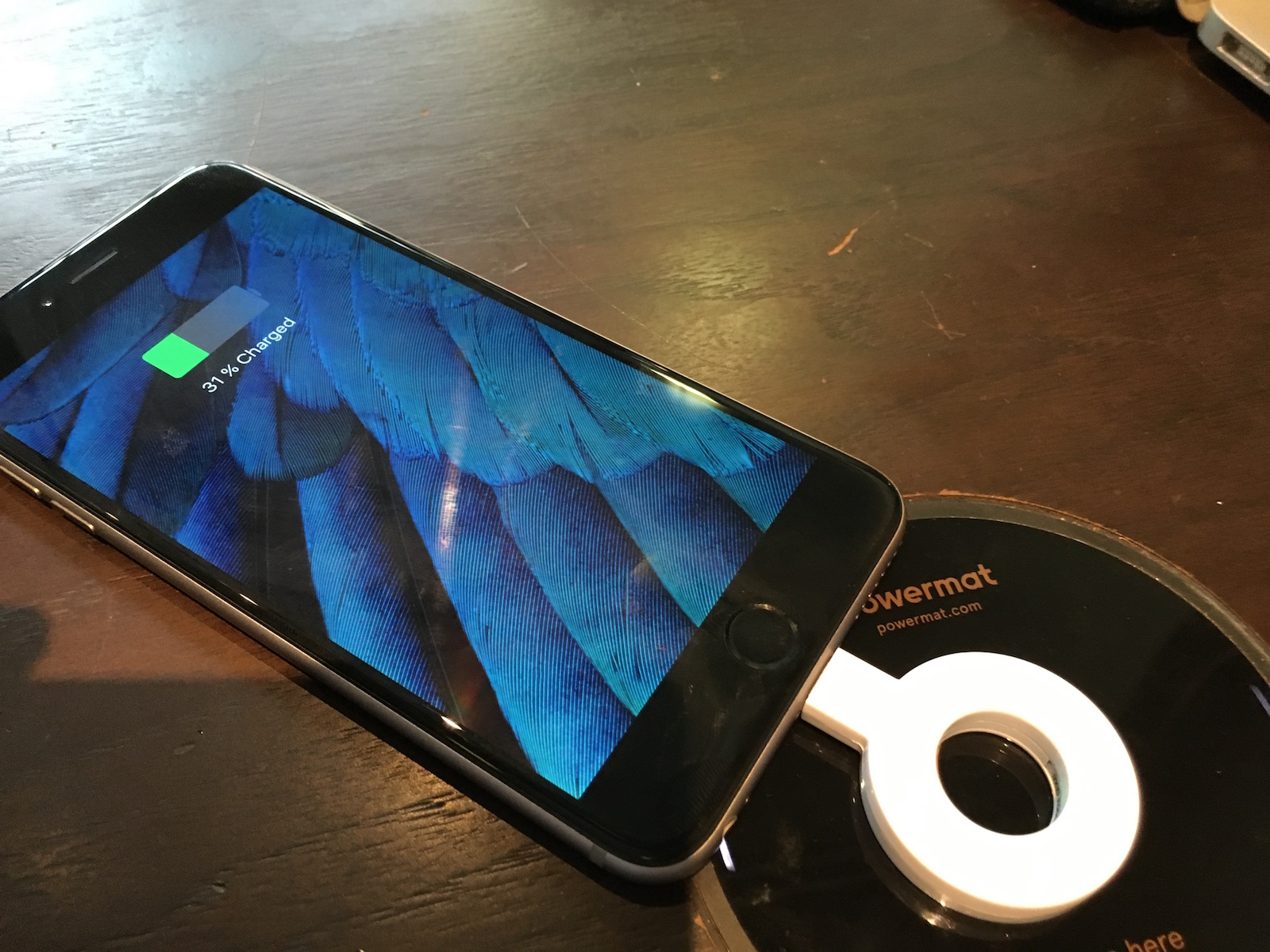 powermat wireless charging - charging the iPhone